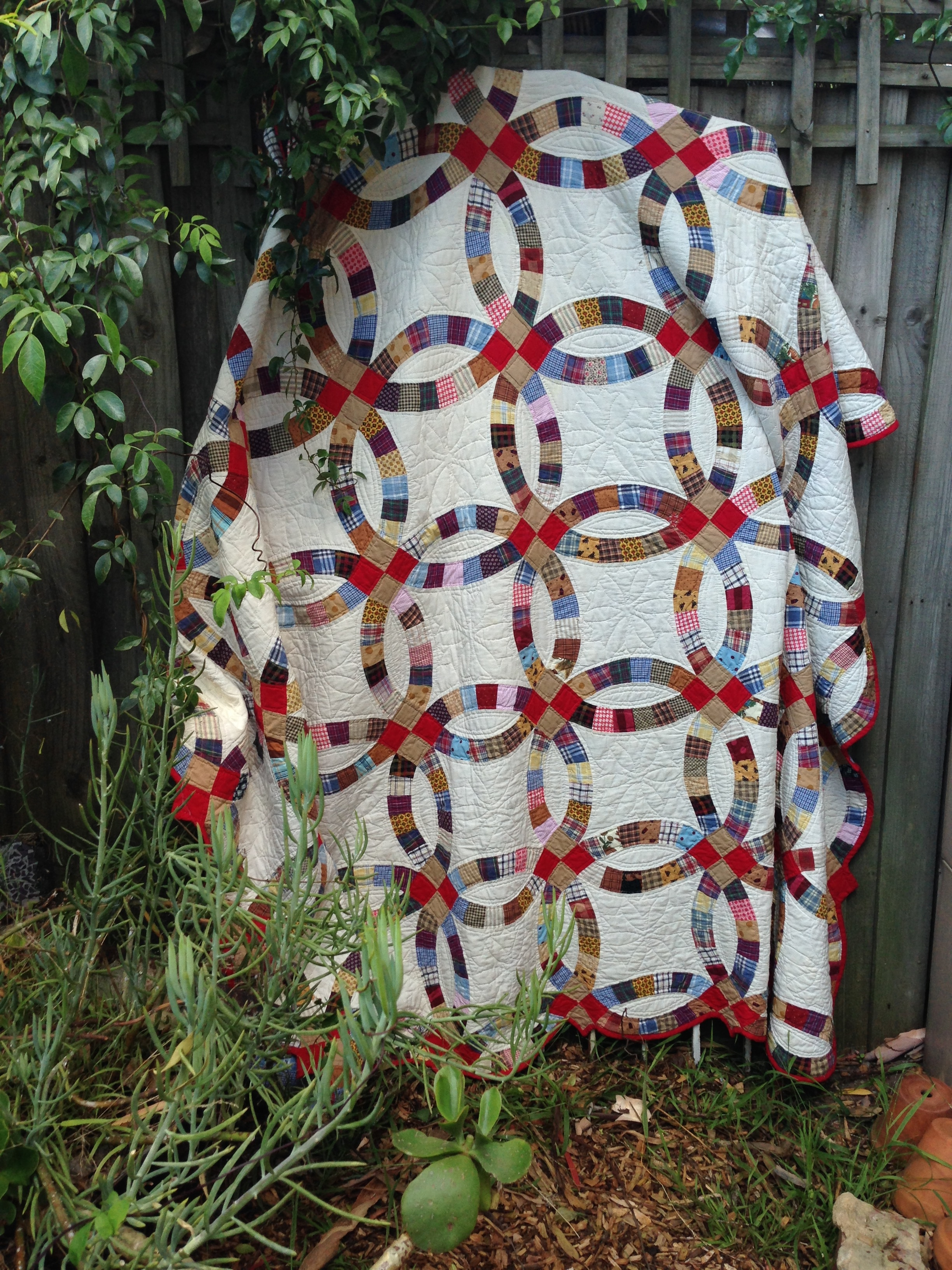 Fabrics and Styles in Double Wedding Ring Quilts